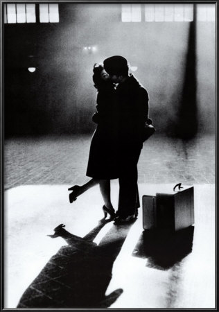 http://thecarrendarchronicles.files.wordpress.com/2013/06/bf9c7-couple-kissing-good-bye-in-train-station-posters.jpg